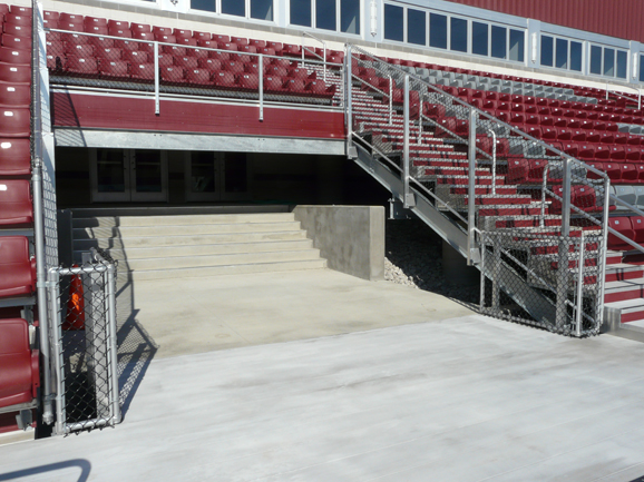 Steel grandstand structure and aluminum risers com